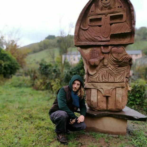100TAUR devant sa sculpture. Jardin des Sculptures -
